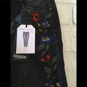 NWT Kensie cross stitch jeans